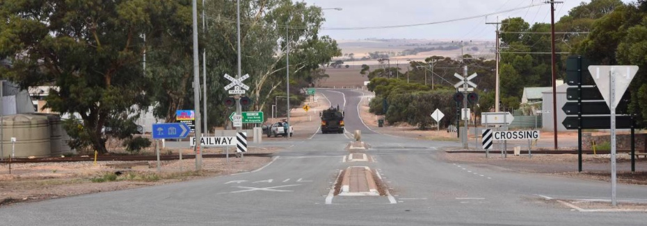 Eyre Highway intersection at Kimba (cr: Port Lincoln TImes)